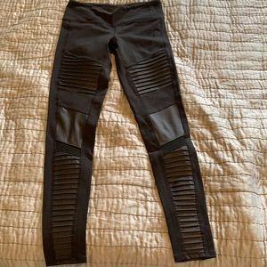 ALO Moto Leggings in Black / Black Glossy